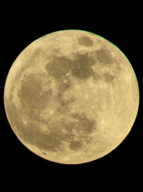 discoverynews:  Supermoon from Idaho from twitchyspastic