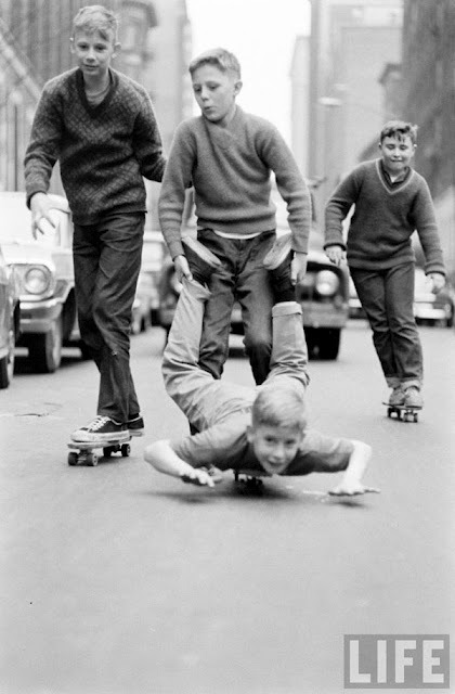 kids learning to skate in New York in 1965 photographed by Bill Eppridge for LIFE