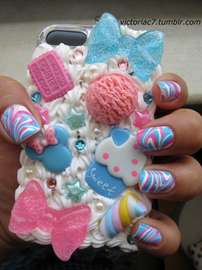 Decoden + matching nail art! It's like a cuteness overload!