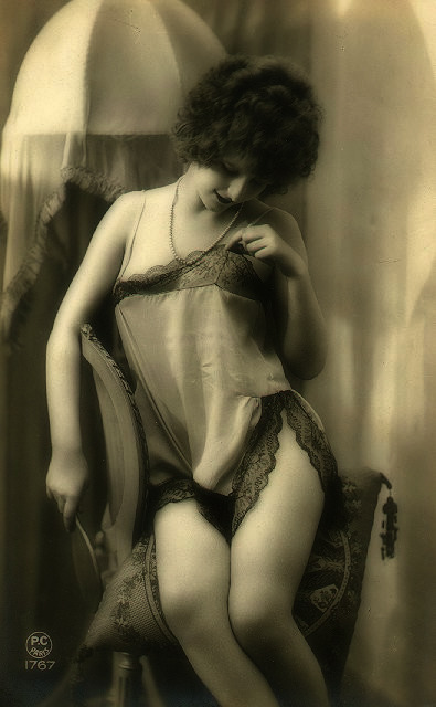 maudelynn:  Lovely Lace! 1920s erotic postcard