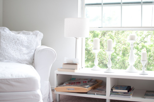 love all the white, and the bright natural light