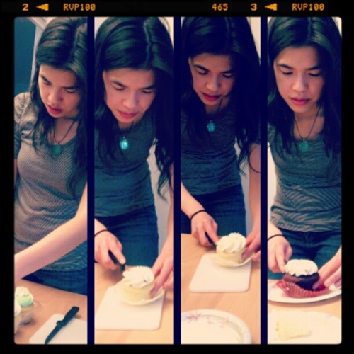 itsvickyyy:  Many shots of Xia cutting cupcake! Happy Birthday!!! (Taken with instagram)