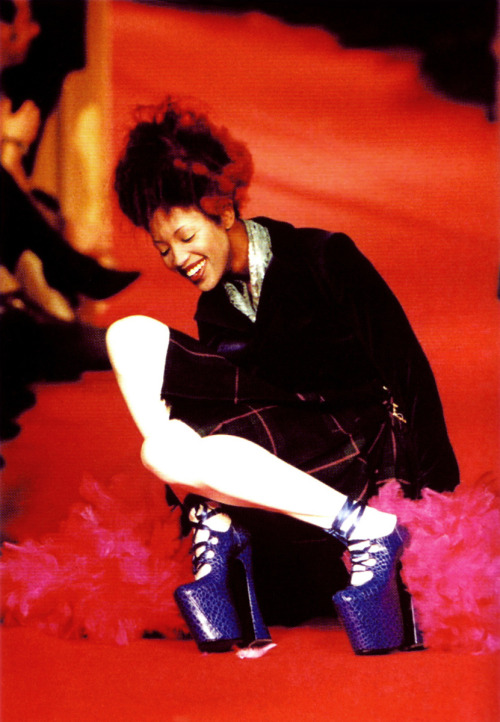 Vivienne Westwood F/W 1991, Naomi Campbell falling on the runway in 10 inch heels