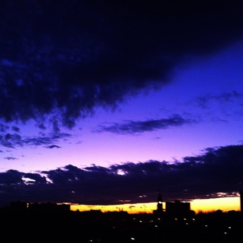 #melbourne #city #skyporn #cloudporn #sunset (Taken with instagram)