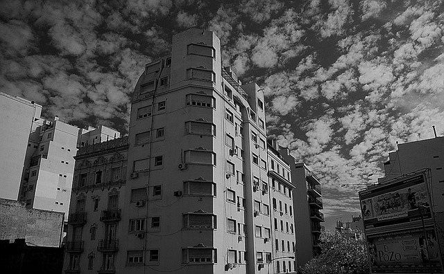 Nubes en blanco y negro by cocopqz on Flickr.