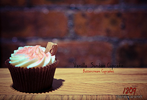 Day 122 - Vanilla Sundae Cupcake (by Ashey1209)