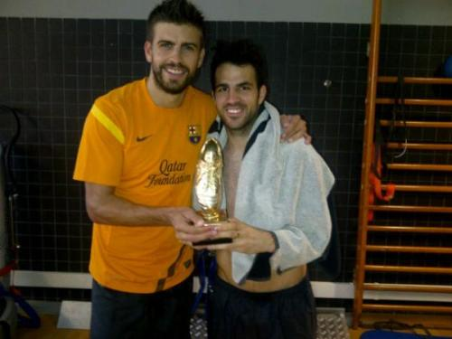 """Easy win against Afellay and Cuenca!! 12-4 was the score!!"" Gerard and Cesc look so happy to have won that giant gold dildo."