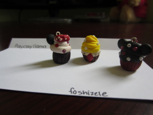 Can anyone guess who these 3 cupcakes are?? c: