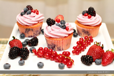 Very Berry Heavenly Cupcakes by kookiis on Flickr.
