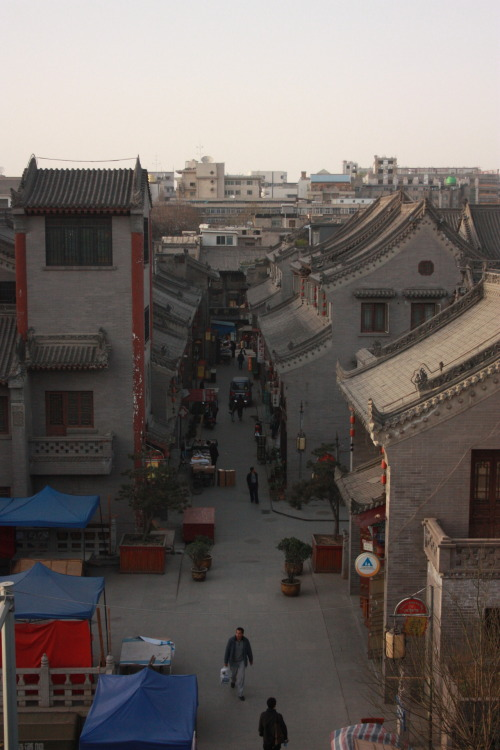 View from Xi'an City Wall  |  从西安城墙 2nd April 2012  |  2012年4月2日