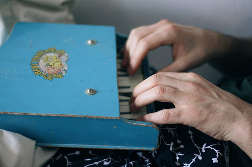 perfectmadness:  baby grand (by Laura Gommans)  Play some Rachmaninoff on that.  …If you don't get it, you need to practice your scales. Scratch that, you need to practice them anyway.