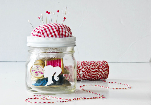 wrapyourgifts:  Sewing Kit in a Jar