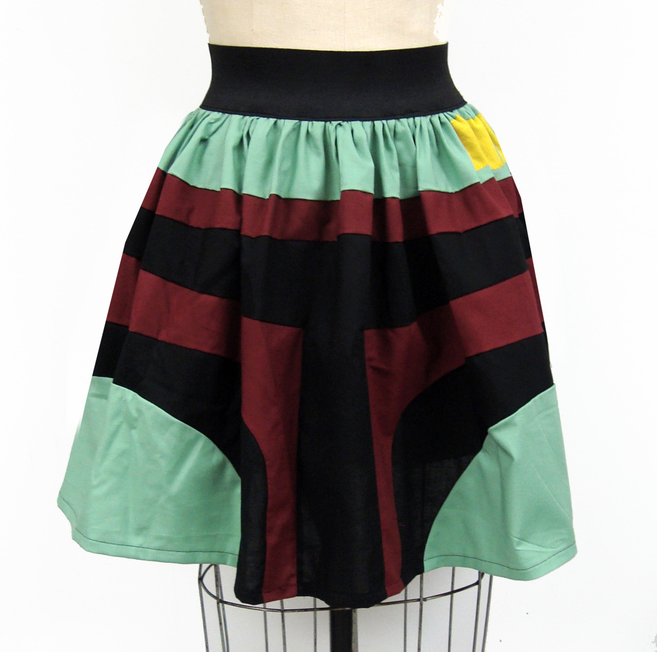a-river-monster-sith:  gochaserabbits:  Boba Fett Inspired Skirt!   OHLORD