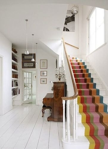 I like this striped carpet.