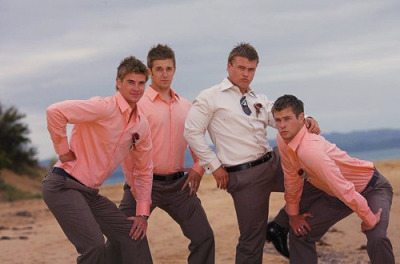 Ladies and gentlemen, the Hemsworths  MY MAN LOOKING GOOD.