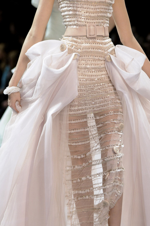 Details: Alexandra Agoston at Christian Dior Haute Couture F/W 2008-09.