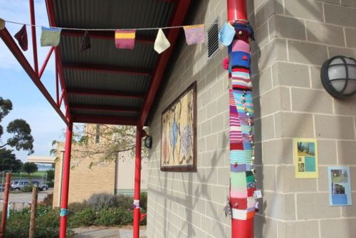 (via little woollie: Yarn bombing in Hastings)