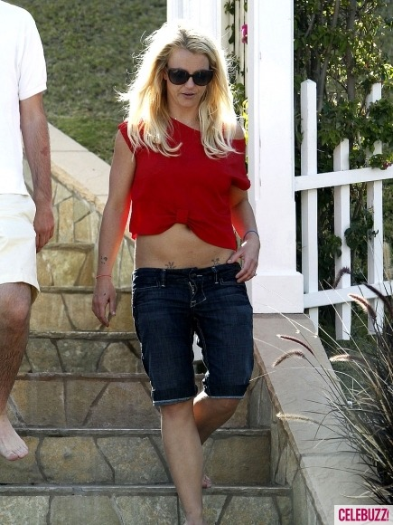 Miss Britney Spears flashes her famous midriff and tattoos at a Cinco de Mayo party with little sister Jamie Lynn and fiance Jason.