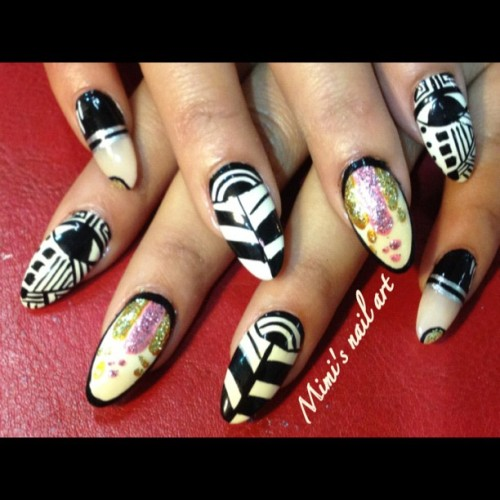 #PhotoShake #nailartoohlala #naildesigns #nailart #nailartclub #nailartswag #nailartaddicts #paint #lipstick  (Taken with instagram)