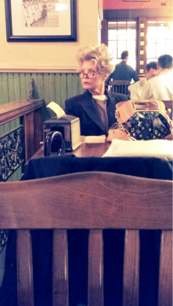 I hope I'm this fierce when I'm her age! Damn! I'm in love with her glasses!