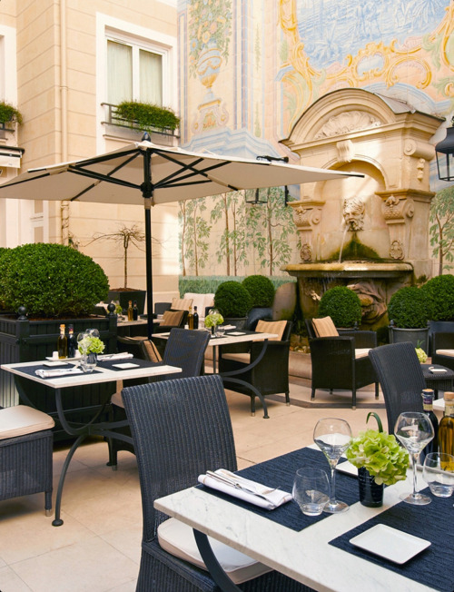 ivyROW: The Patio at Castille Paris Hotel