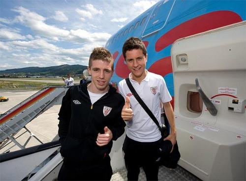 Ander H. and Iker Muniain prior to boarding the plane for Bucharest