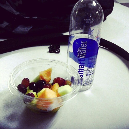 #Dinner I'm actually #StayingStrong #HealthyLifestyle #FruitFest #SmartWater #Bitch! Lol (Taken with instagram)