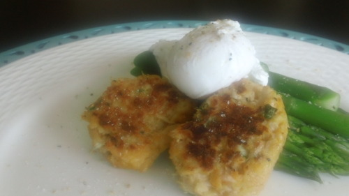 Healthily prepared mini crab cakes (very little bread filler, egg white binder, sauteed with just a smidge of coconut oil), blanched asparagus and a poached egg. An ultra satisfying Sunday brunch at home.