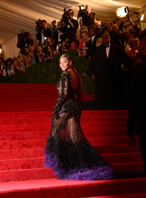 suicideblonde:  Beyonce wearing Givenchy at the 2012 Met Costume Gala, May 2012 Beyonce came late and then SHUT IT DOWN wearing this couture Givenchy.  CAN YOU HANDLE THIS?  I DON'T THINK I CAN HANDLE THIS.  Beyonce is becoming the reason for everything cool. Even her ashy knees are cooler than yours.