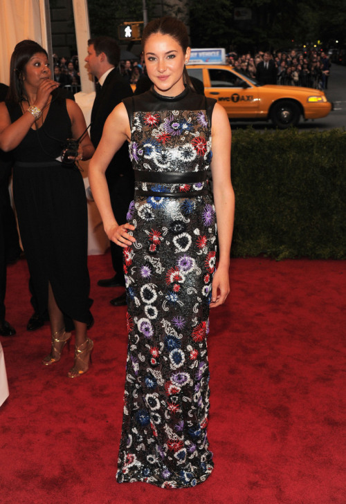 Shailene Woodley wearing Christopher Kane