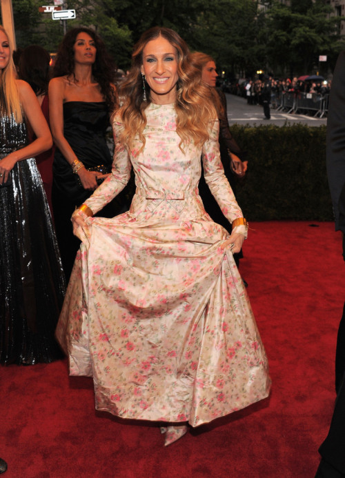 SARAH JESSICA PARKER wearing PRADA at the MET GALA