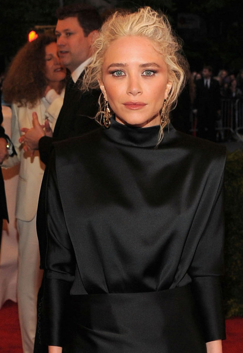 MARY-KATE OLSEN ATTENDING THE 2012 MET BALL WEARING A CUSTOM MADE SILK DRESS BY THE ROW