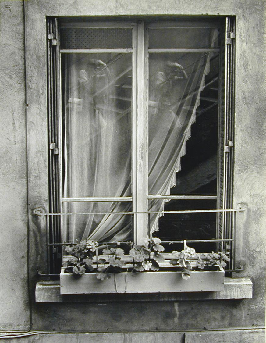 Ilse Bing - Double self portrait in window, 1947
