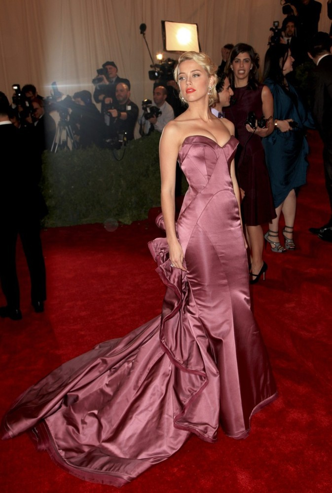 suicideblonde:  Amber Heard in Zac Posen at the Met Costume Gala, May 7th I love how this gown outlines her curves so beautifully.