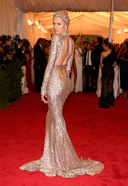 Karolina Kurkova in Rachel Zoe.If you only remember one dress from tonight's red carpet at the #MetGala, let this be it.