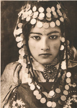 "Random beauty: ""Ouled-Naïl Tunisie"" by Lehnert & Landrock, 1905."