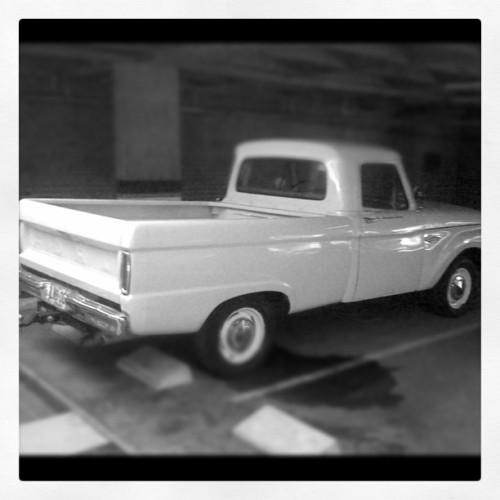 Escape car. #pickup #car #retro #oldcar (Tomada con instagram)