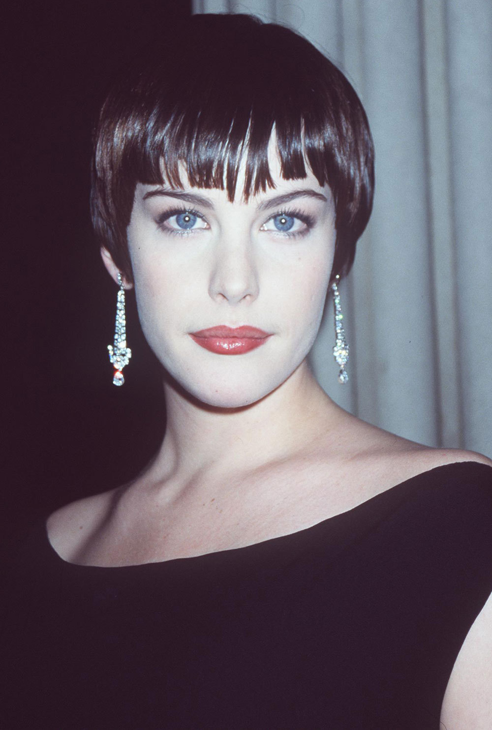 Liv Tyler at the 1998 Costume Gala