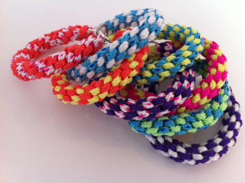 rainbowsandunicornscrafts:  DIY Rope Laneyard Bracelet Tutorial. Remember doing this as a kid at camp? I do and that's why I'm posting it on this blog, even though the results are boutique worthy. This is a colorful version using rope with a link to a video tutorial refreshing my mind about how to do this easy craft. Tutorial and photo by inspiration & realisation here.