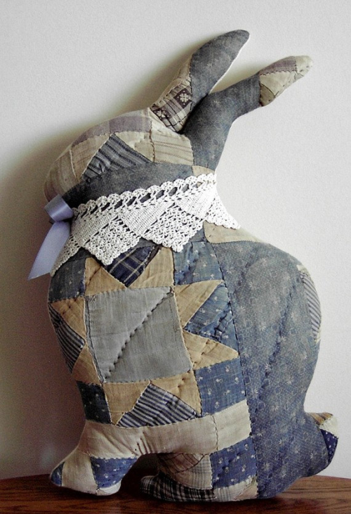 makeitsew:  Bunny plush made of vintage quilts. Cute recycling idea.