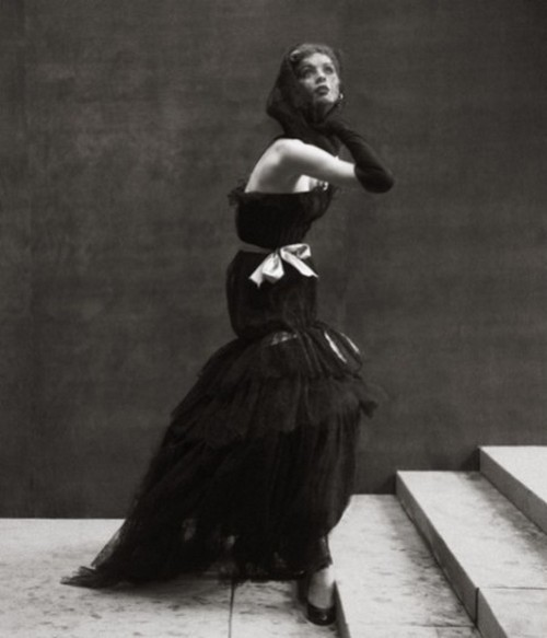 theniftyfifties:  Suzy Parker wearing an evening gown, photographed by Richard Avedon.