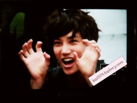 Kai with his lion pose!! AGAIN!! =D  credit:as tagged \do not crop,edit or remove the tag\