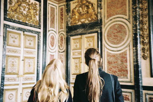 ssunbear:  Amanda and Elin at Versailles
