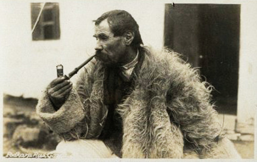 grand-bazaar:  Vintage Ukraine Pipe Smoker