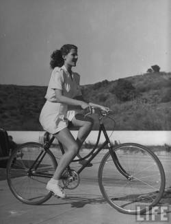 lostsplendor:  Bicycle Rides With Rita Hayworth, c 1940 (viaRetronaut)