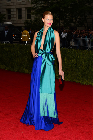 I think this is my favorite look of the night. Constance Jablonski in Haider Ackermann, absolutely stunning. I am a sucker for color and this one nailed it!