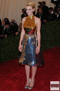 womensweardaily:   at the Costume Institute Gala Carey Mulligan in Prada. Photo by KSWElegante