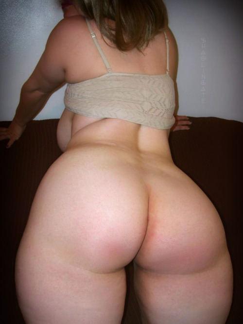 bootysinn:  Oh my god, anyone know her name?  #pawg #shegotass