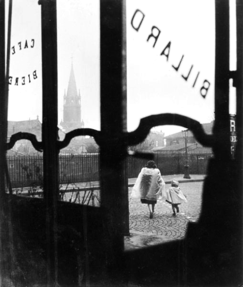 paris, ménilmontant, 1947 photo by willy ronis