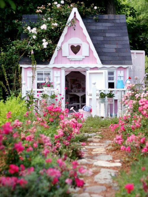 this may be a doll house, but I wouldn't mind